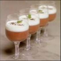 Natillas de chocolate con nata de cítricos