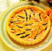 Pastel de espárragos y salmón