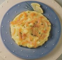 Pastel de patatas y salmón marinado