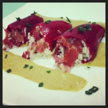 Pimientos del piquillo rellenos de arroz y jamón con salsa suave de shiitake