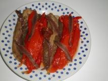 Pimientos rojos y berenjenas asadas con anchoas