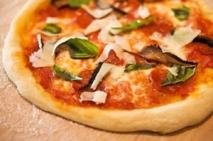 Pizza de atún y jamón cocido sin queso