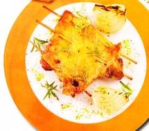 Pollo al romero con cebolla asada