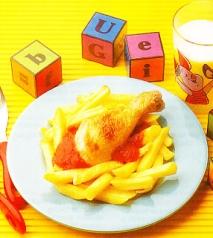 Pollo asado con tomate y patatas fritas