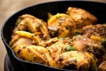 Pollo con aceitunas y limón