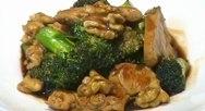 Pollo con brócoli y nueces