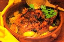 Pollo con limones y aceitunas
