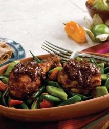 Pollo y vegetales con salsa de mole