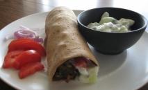 Rollitos vegetales con salsa de yogur