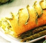 Rollo relleno de espárragos verdes al queso