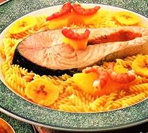 Salmón al curry con espirales
