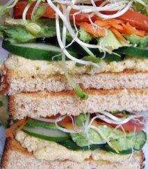Receta de Sandwich con hummus y vegetales