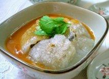 Sopa con dumplings gigantes