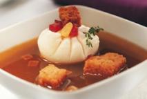 Sopa de ajo y huevo escalfado