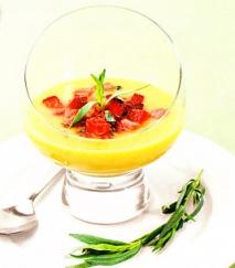Sopa de melocotón y fresas al estragón