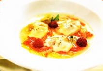 Sopa de ostras, pan picante y frambuesas