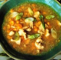 Sopa de pollo y de maíz tierno