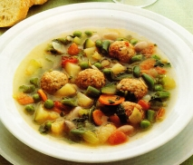 Sopa de verduras con albondiguillas.