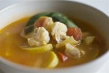 Sopa de verduras con bacalao