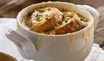 Receta de Sopa francesa de cebolla con picatostes de gruyère