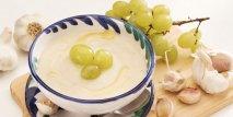Sopa fría de almendras con uvas y vinagre de jerez