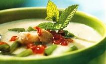 Sopa fría de cangrejo a la menta