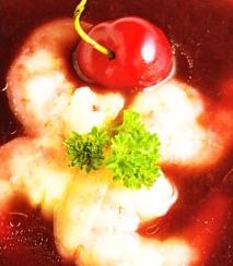 Sopa fría de cerezas con colas de gamba