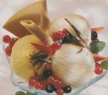 Sorbetes de limón y mango, con frutos del bosque