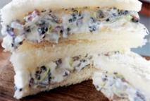 Surtido de germinados con queso feta y crema griega ahumada