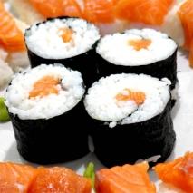 Sushi con salmón fresco
