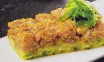Tartar de bonito con aguacate y vinagreta de soja