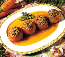 Tomates rellenos con salsa española