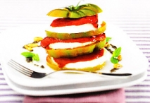 Torre de tomate con paté de olivas