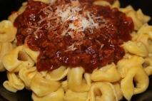 Receta de Tortellinis de carne a la boloñesa