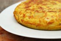 Tortilla de patatas con pocos huevos