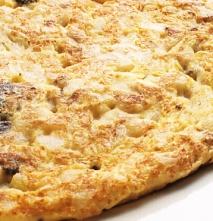 Tortilla esponjosa de butifarra de huevo, patata y cebolla