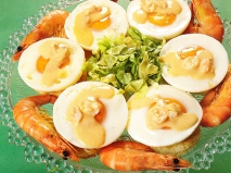 Tostas de huevos con salsa Nantua