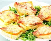 Tostas de queso y bacon