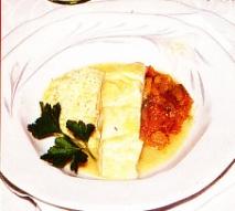 Tajine de dorada con berenjena, calabacín y pimientos a la salsa de cominos