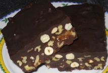 Turrón de chocolate y frutos secos