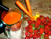 Zumo de fresones, naranja y zanahoria